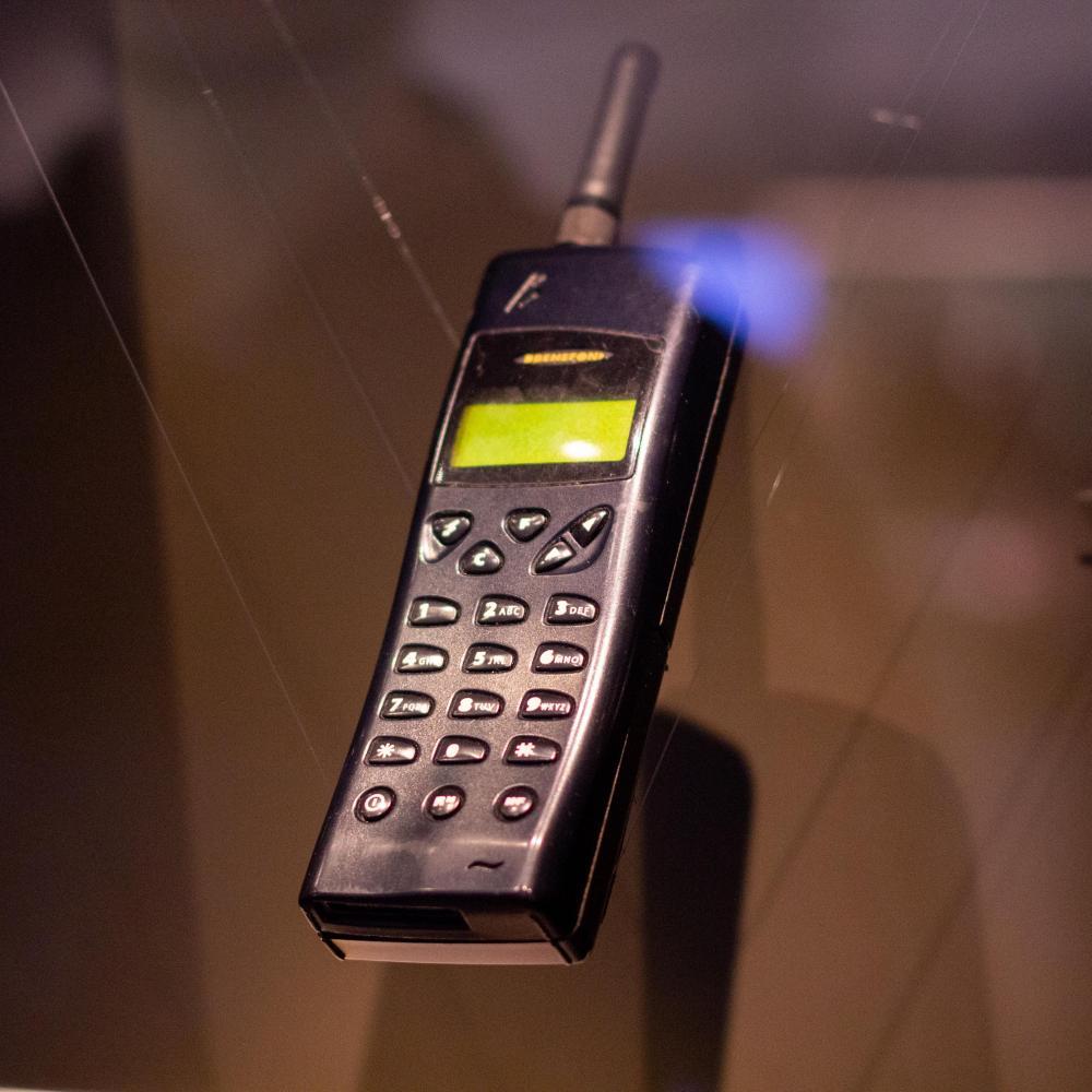 Мобильная связь в России 1990-х
