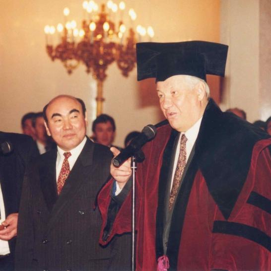 Киргизско-Российский славянский университет: посвящение в студенты, именные стипендии