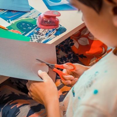 «Делаем маску из картона». Мастер-класс в Детском кафе